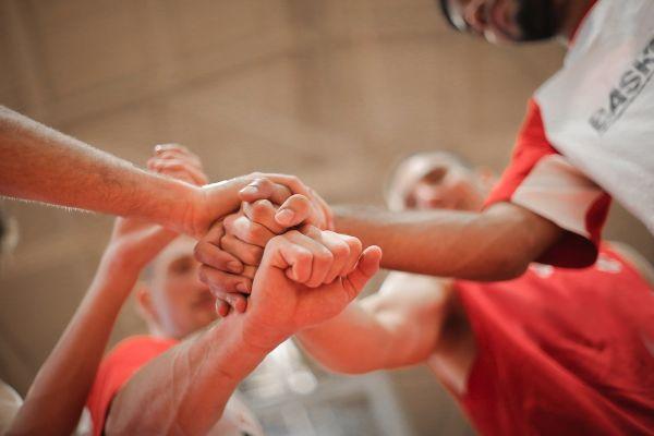 Echipa de baschet, sport, program personalizat pentru sportivi cu nutritionist Roxana Ciocaltea la Nutritie cu Roxi
